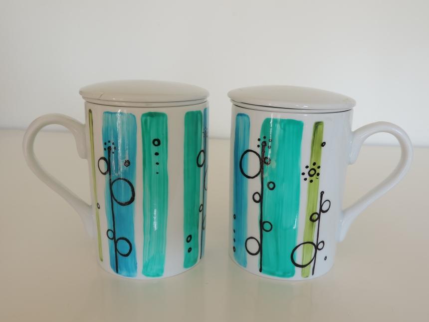 Set de tisanieras con filtro y tapa en ceramica pintada a mano. Creaciones únicas y personalizadas. Pintadas todo a su alrededor con pinturas especiales para ceramica. Lavable en lavavajillas.