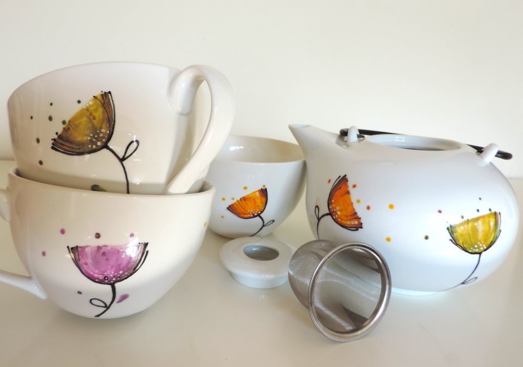 ceramic teapot and three mugs completely hand painted all around. Unique pieces painted by hand. Dishwasher safe. Really big dimensions!