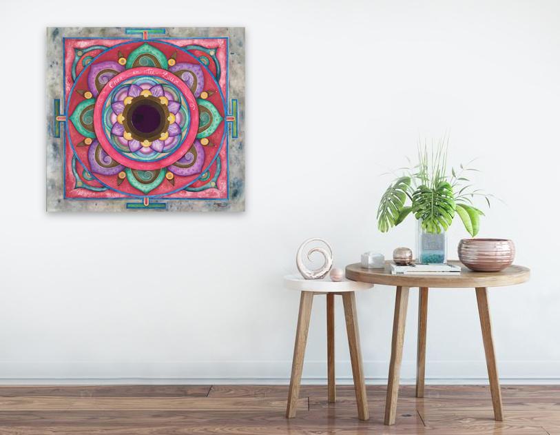Quadro 'Mandala Cree en tu Luz' Dipinto su tela con acquerelli artigianali e metallizzati dall'artista Luciana Torre. Al centro è applicato uno specchio da 7,5 cm di diametro. Opera unica. Misure 50 x 50 cm. 130 EURO.