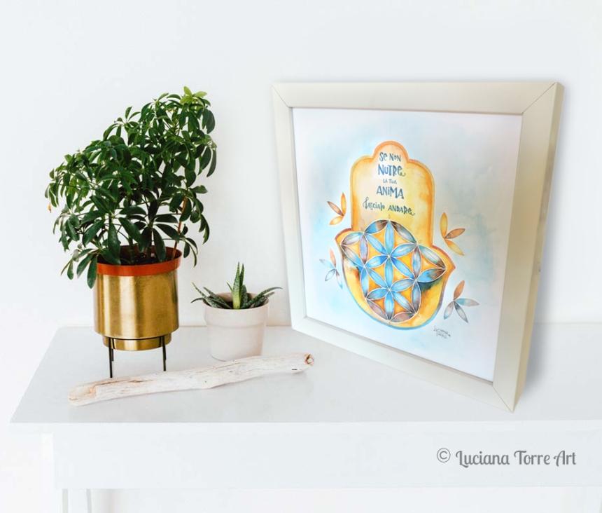 Acquerello originale 'Hamsa Soul' ✤ Hamsa Hand con Fiore della Vita e lettering della artista Luciana Torre. ✤ Creazione unica e originale dipinta a mano con acquerelli artigianali e pigmenti metallizzati su carta ecologica e cornice in legno ✤ 43€ ✤ ____ Acquistala su LUCIANATORRE.COM/SHOP ____ Personalizzabile su ordinazione. . . #lucianatorre #artlicensing #artforproducts #homedecor #bohohomedecor #hamsahand #manodefatima #regalipersonalizzati #mandala #illustratorsforhire #lettering #seedoflifeillustration #floweroflifeillustration